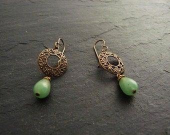 Filigree earrings with green Aventurine, green brass earrings, Aventurine earrings, earrings, vintage, boho earrings, earrings with gemstones Green