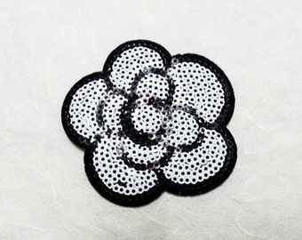 White Flower Sequin Iron on Patch (M) - Sequin White Flower, Glitter Applique Iron on Patch - Size 6.9x6.8 cm