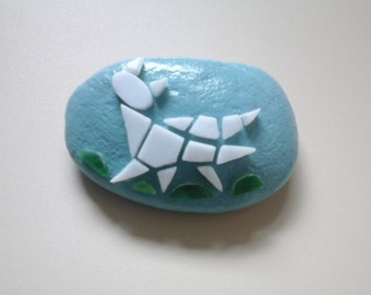 Paperweight mosaic cat kitten on pebble stone  - Fermacarte sasso con mosaico Gatto micetto Katze Briefbeschwerer Mosaik mosaique