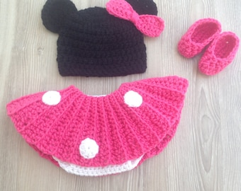 Minnie Mouse hat, diaper cover and slipper outfit  photo prop set for your Newborn's first pictures. Hat, diaper cover
