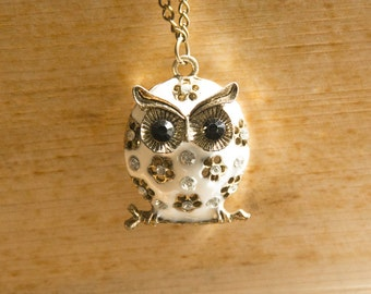 """Vintage Necklace """"Athene"""" with White Owl"""