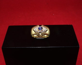 Gold ring with saphires and diamonds