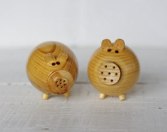 Set of 2 Wooden Shaker Salt or Pepper Pigs, kitchen, cooking setting, Funny Home Decor.