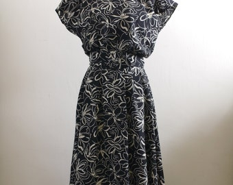 Vintage black / cream floral print midi dress with belt