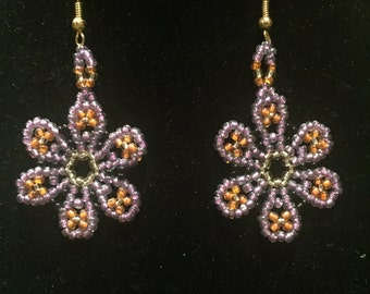 Dangling Daisy Earrings