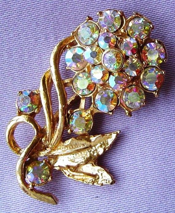 Lovely vintage 1950s goldtone AB rhinestone diamante flower brooch