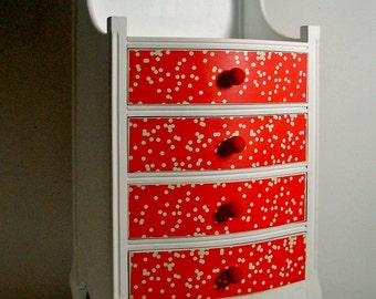 The chest of drawers gitanilla