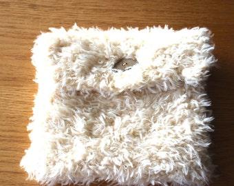 Beige knitted dry bottle