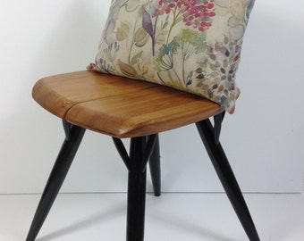 Boudoir scatter cushion 'hedgerows' by voyage
