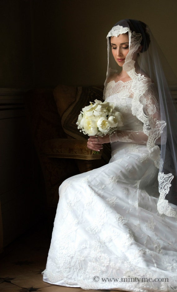 Amazing long sleeve wedding veil full of italian by MaryPrivee