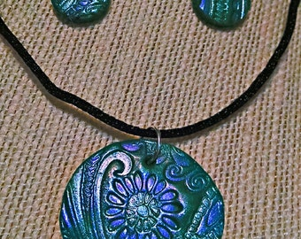 Round Paisley Embossed Pendant/Earring Set