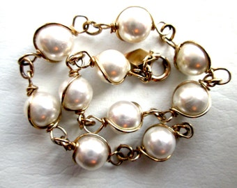 Vintage Signed SARAH COV Canada Coventry Bracelet Faux Pearl Wire Wrapped Gold Tone Chain Spring Ring Single Strand