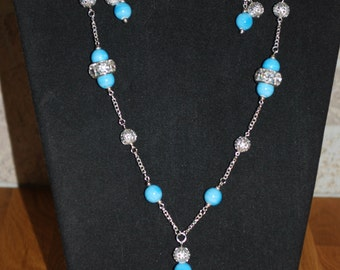 Sky blue and silver plated pendant necklace with beaded earrings