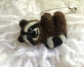 Felt animals - raccoon- brooch - needle felted - felted wool - felted animals - pin - handmade brooch - wool needle - needle felt - felting