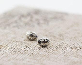 sterling silver ladybug earrings,ladybug earstuds,ladybug stud earrings,ladybug studs,animal earrings,insect jewelry,animal stud earrings