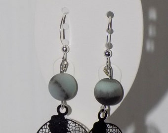 Pairs of earrings in amazonite