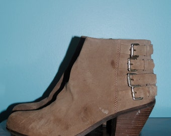 suede heeled ankle boots. size: 8 / 9