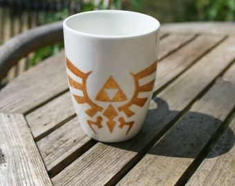 Hand-painted mug The Legend of Zelda Triforce Wingcrest, Golden ground