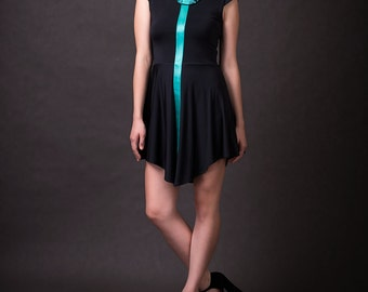Black/Emerald very comfortable and color contrast dress with a detachable collar