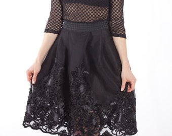 Skirt midi with embroidered on tulle black