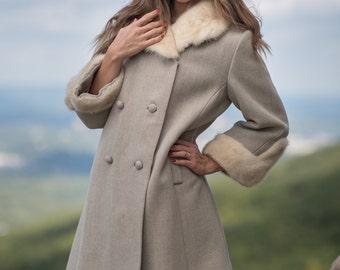 Vintage Oatmeal Mink Fur Collared Cuffed Heavy Winter Coat (Size Medium/Large)