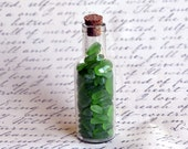 Fournitures de verre de mer. verre de 100 + minuscule petite mer vert pomme dans une bouteille en flacon