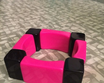Vintage Mod thick and chunky two tone space-age plastic bangle Bracelet Pink and Black
