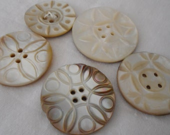 Lot of 5 VINTAGE Carved Iridescent Sew Thru Shell BUTTONS  I7