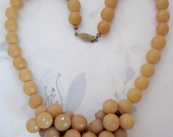 vintage tan beige beaded necklace - j6064
