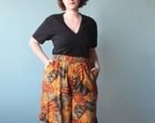 SALE plus size shorts / plus size tribal print shorts / 1990s / XL