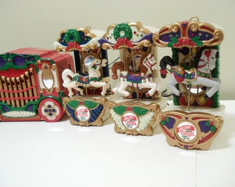 Mr Christmas Holiday Carousel - 6 horses + organ + music and lights