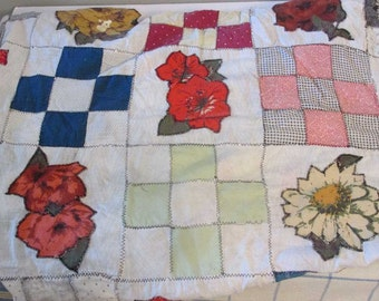 Vintage primitive quilt top - Shabby - Cottage chic - Floral appliques - Decor - Upcycling supply