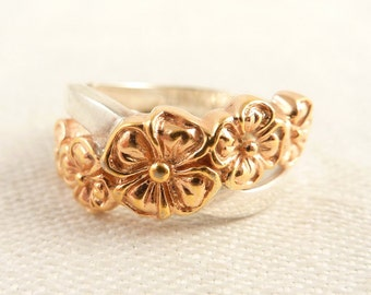 Size 6 Vintage Gold Tone Sterling Flower Band Ring