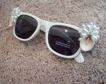 Brides sunglasses wedding white with pink porcelain flowers and pearls