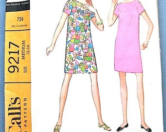 ON SALE  60s McCall's 9217 Mod Dress Pattern   Bust 34 inches
