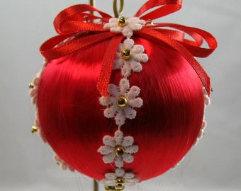Red Satin Ball with White Daisy Trim Christmas Ornament 302