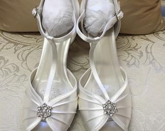 Exqusite vintage  Art Deco 1930's rhinestone Crystal embellished Ivory Satin wedding Bridal Shoes - Great Gatsby - Vintage Wedding