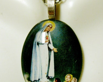 Our  Lady of Fatima pendant with chain - GP04-352 cameo style