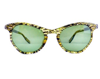 Vintage 1950s Cats Cateye Sunglasses Frames Women's Black with Gold Detail Key Hole Made in USA Comes with Vintage Case  #M312 DIVINE