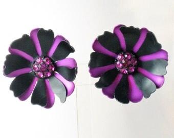 Vintage Magenta and Black Enamel Floral Clip Earrings (E-1-3)