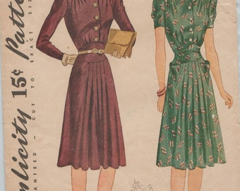 Simplicity 3545 / Vintage 40s Sewing Pattern / Dress / Size 16 Bust 34