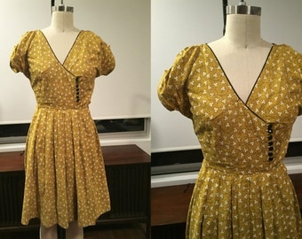 1940s mustard yellow FLORAL DAY DRESS button detail ruched sleeves