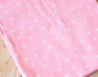 Pink Daisies floral pattern print cotton fabric quarter