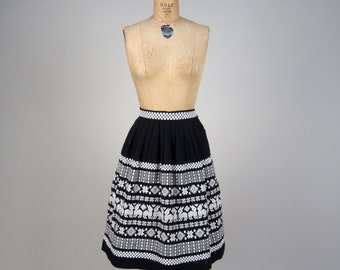 1950s embroidered Guatemalan skirt • vintage 50s skirt • cotton boarder print skirt