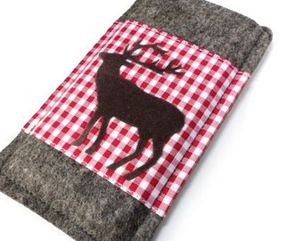 Felt sleeve for your phone with checkered fabric and deer