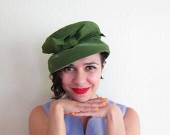 Vintage 1960s Green Velvet Hat / 60s Midcentury Green Toque Hat By Eva Mae Modes