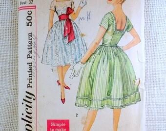 Vintage Pattern Simplicity 2958 Sewing pattern 1950s full skirt dress Bust 32 Rockabilly square back neckline front tie waist