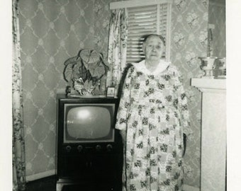 "Vintage Photo ""Mama Loved Her TV"" Television Snapshot Photo Old Photo Black & White Photograph Found Photo Paper Ephemera Vernacular - 36"
