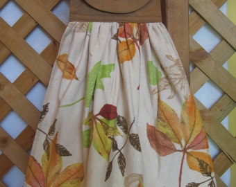Autumn Leaf Kitchen Tea Towel, Hanging Hand Towel, Fall Leaves Towel, Autumn Towel, Kitchen Towels, Brown Decor, Fall Leaves SnowNoseCrafts