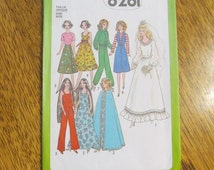1970's BARBIE Doll Fashion Wardrobe - Retro Wedding Gown, Cape, Jogging Suit, More - VINTAGE Sewing Pattern Simplicity 8281